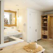 Couple Junior Suite bathroom