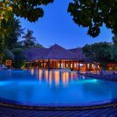 Adaaran Select H pool area night