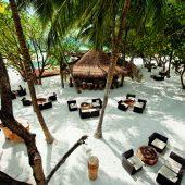 Constance Moofushi beach bar