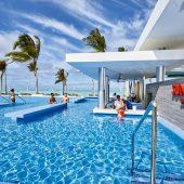 Riu Atoll pool bar